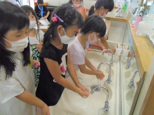 07ひまわり 手洗い.JPG