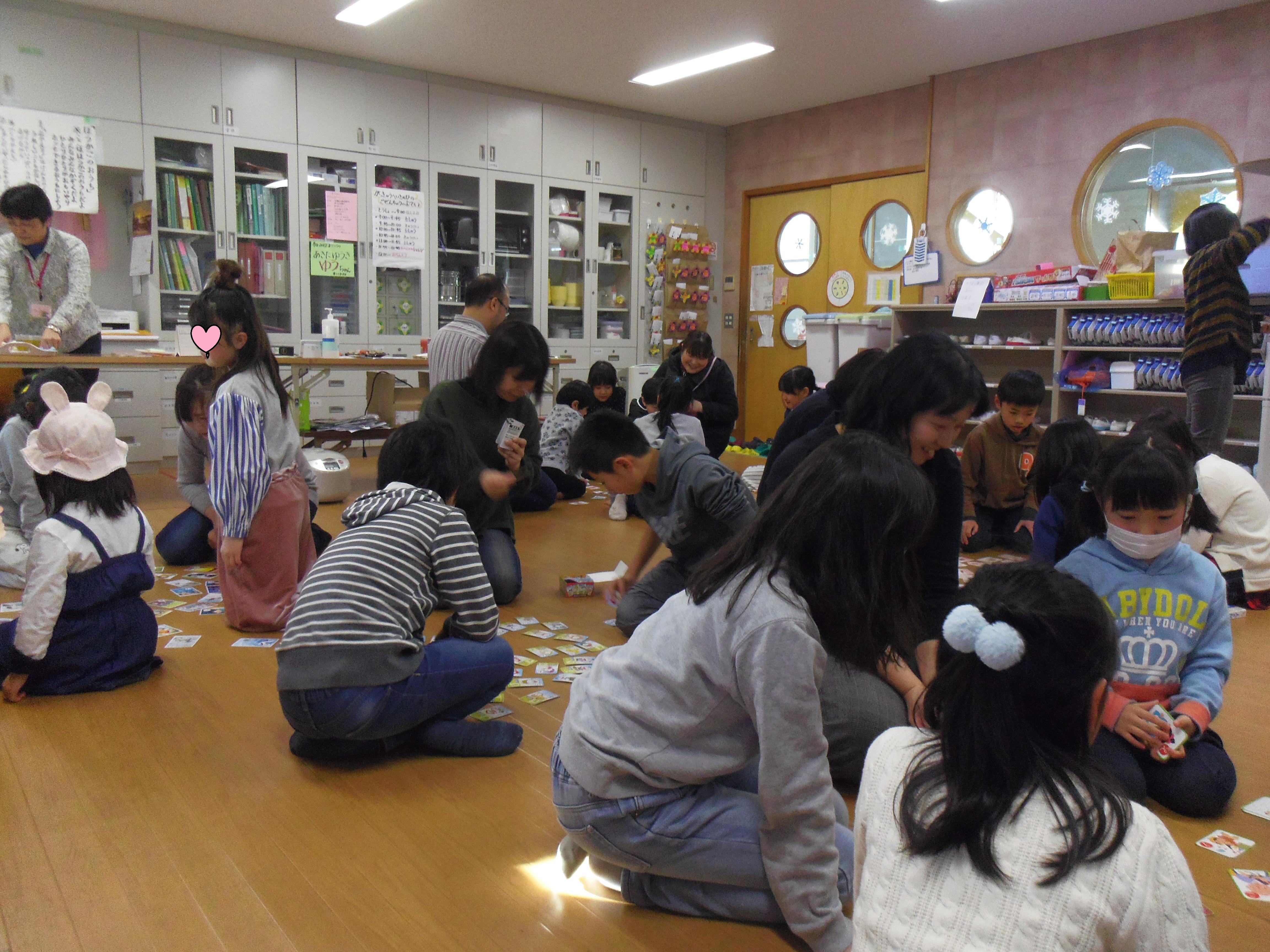 新年会カルタ取り[1].JPG