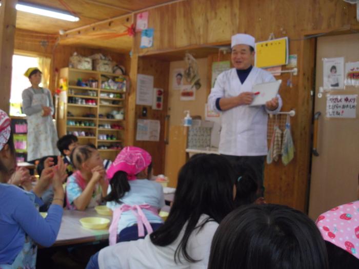 18おひさま和菓子体験1絵を描いてみよう.JPG