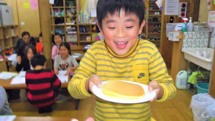 18おひさま ホットケーキ食べる.jpg
